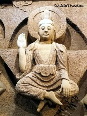 Una delle mille statue riproducenti il Buddha